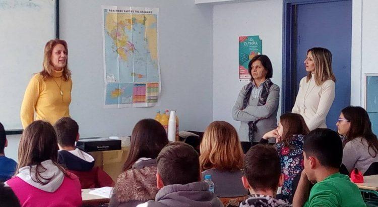 Η συγγραφέας μιλάει στους μαθητές